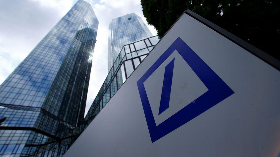 Deutsche Bank: Aktie stürzt tief