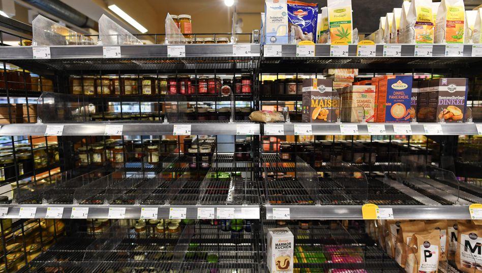 Neue Normalität: Leere Regale, hier in einem Münchener Supermarkt