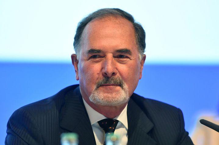 Driver's seat: Bernd Pischetsrieder war Konzernchef von BMW und Volkswagen – nun soll er die Richtung in Deutschlands drittem großem Autokonzern mitbestimmen.