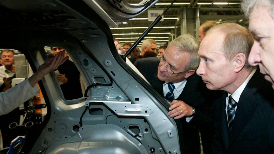 Winterkorn, Putin (v.l., 2009) im Werk Kaluga: Freitags frei