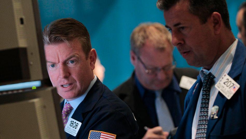 Skeptischer Blick: Die Carlyle-Aktien kamen auf dem Börsenparkett nicht gut an