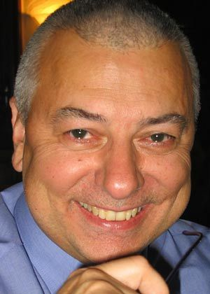 """Wolfgang Hetzer war als Referatsleiter im Bundeskanzleramt zuständig für die Aufsicht über den Bundesnachrichtendienst (BND) in den Bereichen Organisierte Kriminalität, Geldwäsche, Nichtverbreitung von Massenvernichtungs- waffen und strategische Überwachung der Telekommunikation. Seit 2002 leitet Hetzer die Abteilung """"Intelligence: Strategic Assessment & Analysis"""" im Europäischen Amt für Betrugsbekämpfung (OLAF) in Brüssel. Er ist Autor des Buches """"Tatort Finanzmarkt"""" (Europäische Verlagsanstalt, 2003), das die Geldwäsche zwischen Kriminalität, Wirtschaft und Politik schildert."""