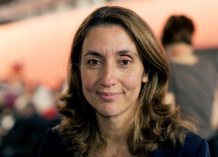 Aydan Özoguz (46 Jahre) wird neue Staatsministerin für Migration, Flüchtlinge und Integration. Die stellvertretende SPD-Vorsitzende hat maßgeblich am Kompromiss bei der doppelten Staatsbürgerschaft mitgewirkt.