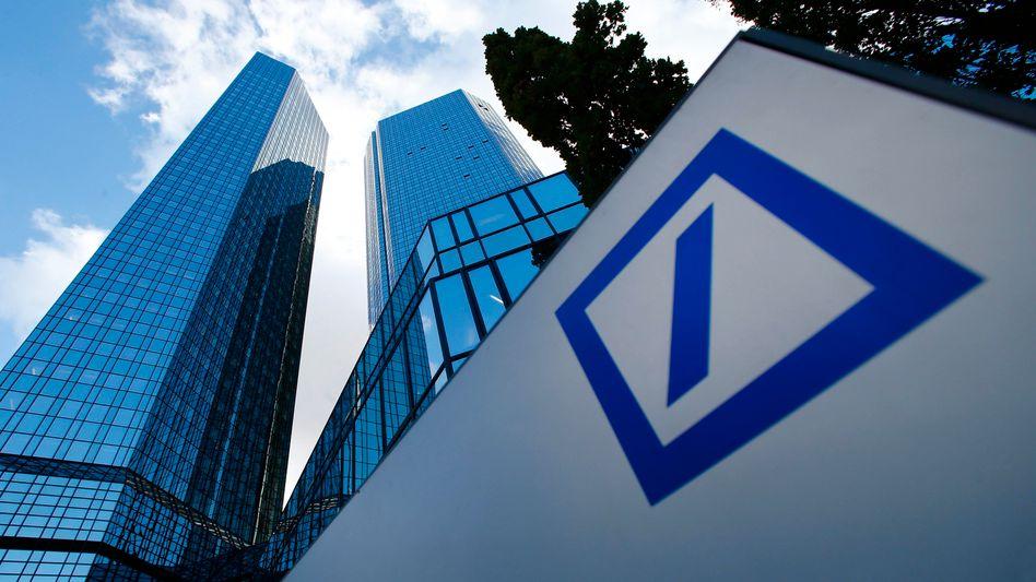 Zentrale in Frankfurt: Die Deutsche Bank kommt nicht aus den Schlagzeilen