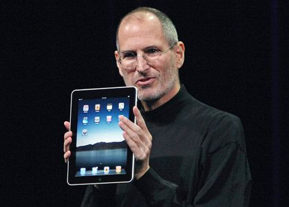 "Apple Chief Executive Officer Steve Jobs holds the new "" iPad"" during the launch of Apple's new tablet computing device in San Francisco, California, January 27, 2010. REUTERS/Kimberly White (UNITED STATES - Tags: SCI TECH BUSINESS)"