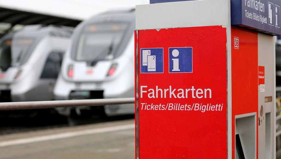Die Deutsche Bahn hat die Preise für Fahrkarten im Fernverkehr um 10 Prozent gesenkt