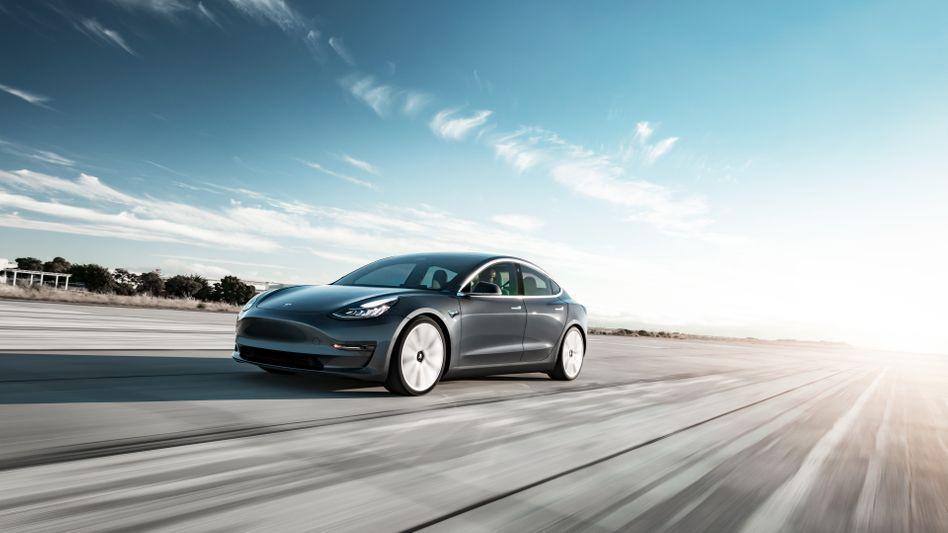 Tesla Model 3 - Im Schnitt verursacht Tesla weniger Unfälle als der US-Durchschnitt - ob mit oder ohne Autopilot