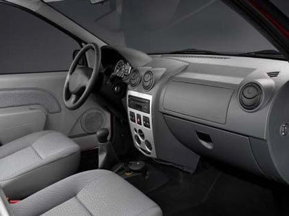 Karge Ausstattung: Cockpit des Dacia Logan