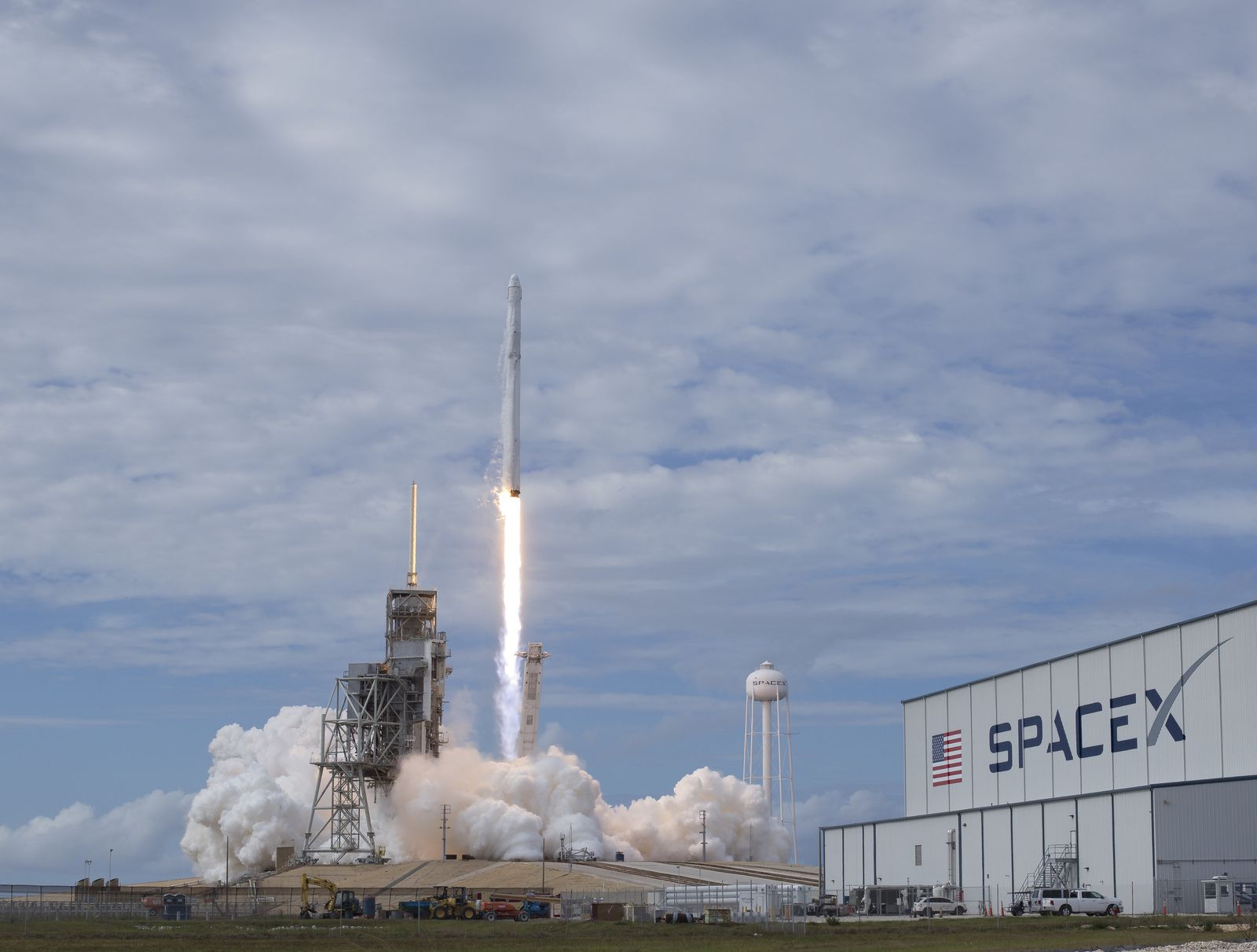 SpaceX Falcon 9 Rakete gestartet