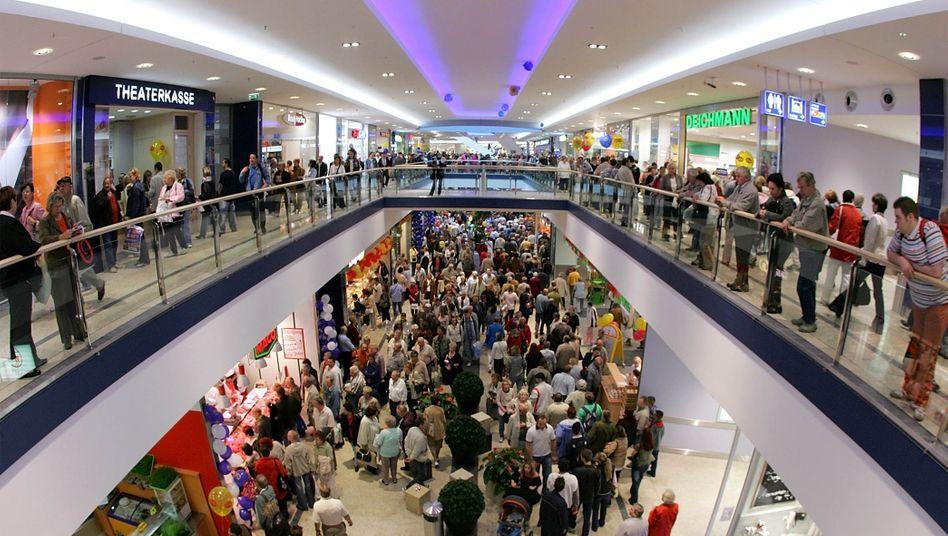 Einkaufszentrum in Berlin: Steigende Löhne treiben die Verbraucher zum Einkaufen