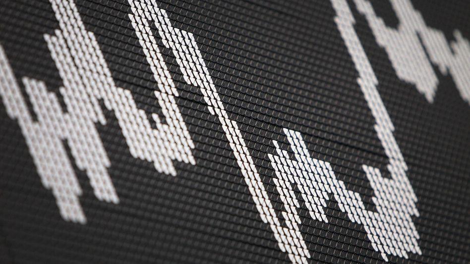 Börse in Frankfurt: Die US-Börsen steigen immer weiter, der Dax dagegen tänzelt seit längerer Zeit nervös um die Marke von 13.300 Punkten