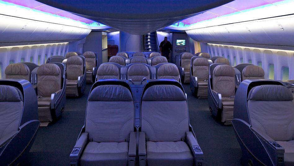 Kabine einer Boeing 747-8: Mehr Platz im Flugzeug kostet meist mehr Geld