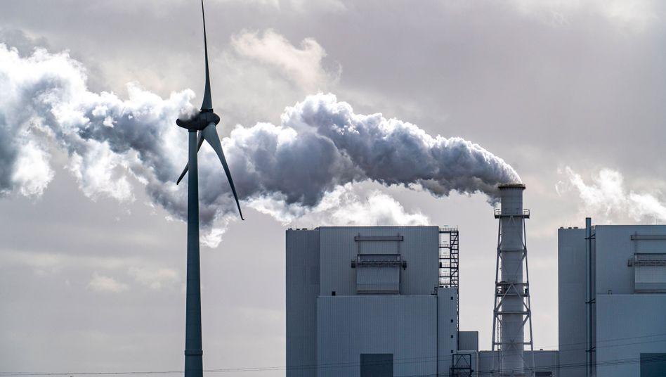 Kraftwerke im Energiepark Eemshaven: Was die Regierungen auch tun, sie werden die Erderwärmung nicht aufhalten.