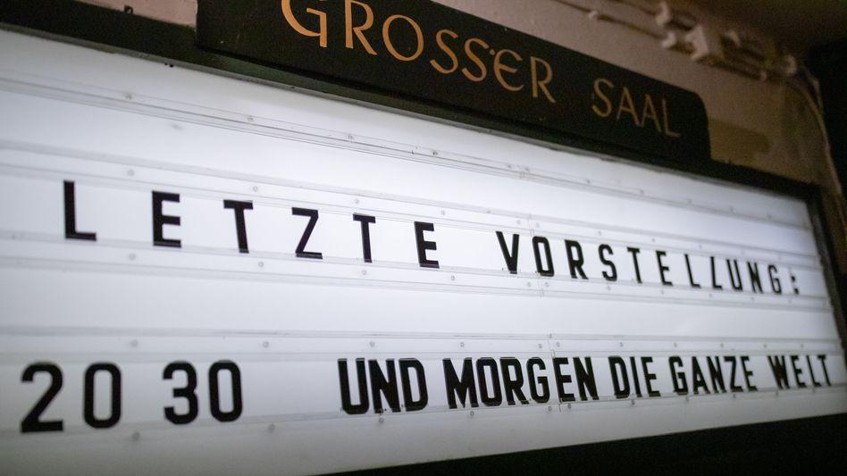 Keine Kinobesuche mehr, keine Theater, keine Restaurants, keine touristischen Übernachtungen - der Teillockdown in Deutschland hat begonnen und wird mindestens vier Wochen andauern