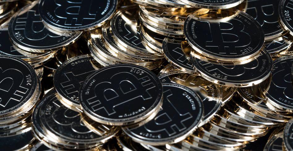 Physisches Bitcoin-Münzgeld gibt es tatsächlich: Der Denarium-Coin funktioniert als Offline-Speichermedium für einen Schlüssel zu einem privaten Bitcoin-Wallet