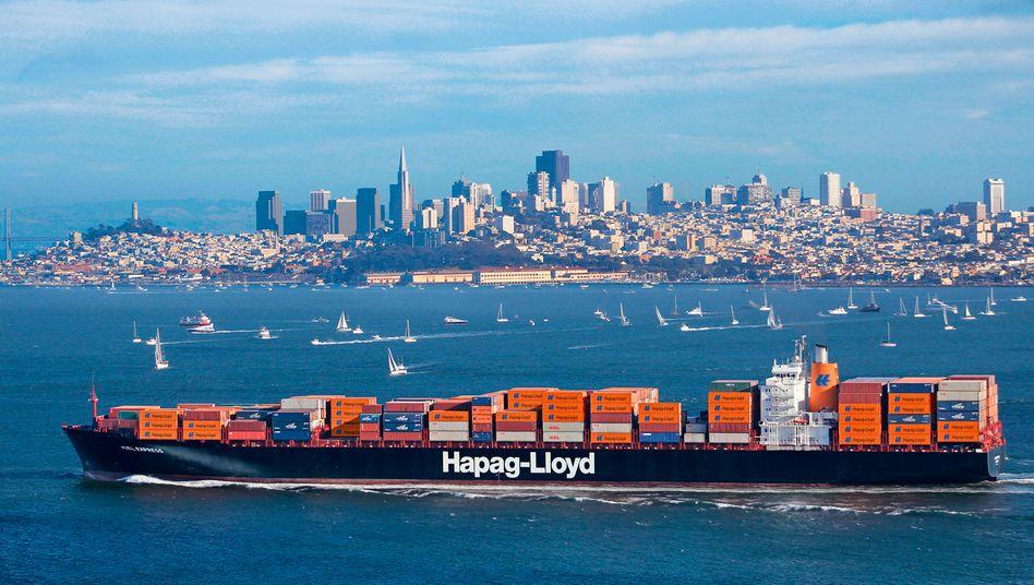 Containerriese von Hapag-Lloyd vor San Francisco: Die Reederei schreibt dicke Verluste