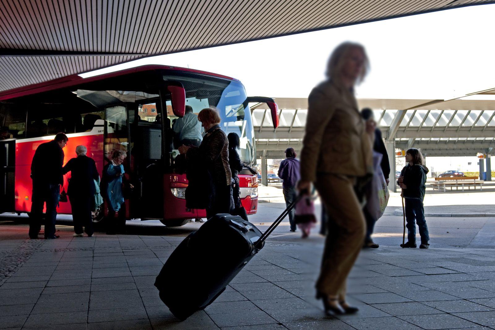Fernbus / Reisebus / Busreisende