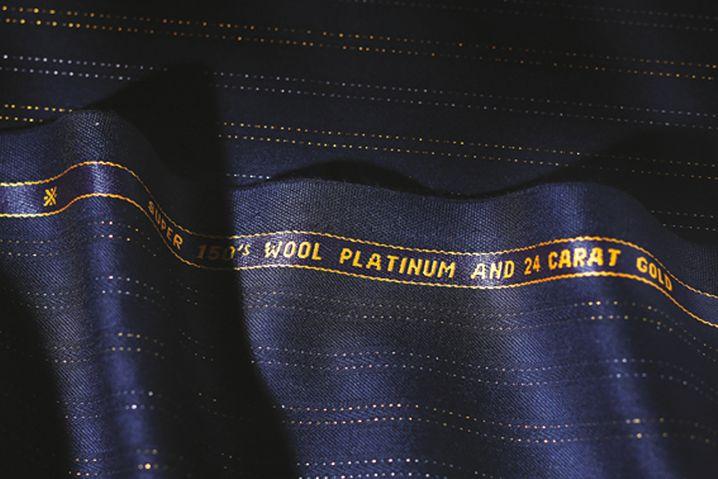 ... mittlerweile gibt es auch Varianten mit Lapislazuli, Platin und Diamanten.