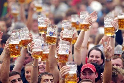 """""""Oans, zwoa, gsuffa"""": Nicht nur im Biertrinken weit vorn"""