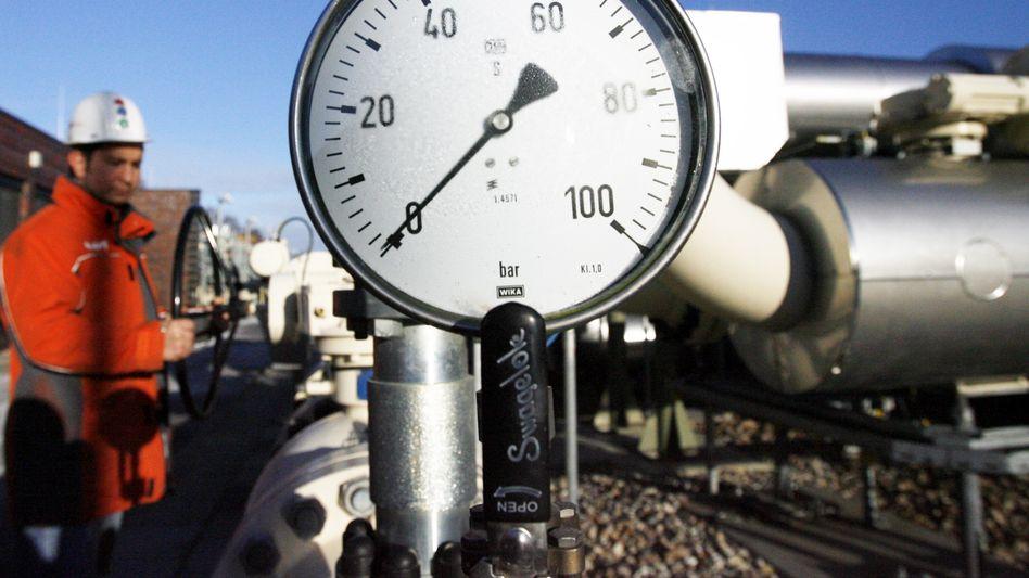 Kein Gasdruck: So weit ist es noch nicht, viele Gasspeicher in Deutschland sind aber nicht voll. Die Grünen schließen daher im Winter zeitliche und regionale Engpässe nicht aus.