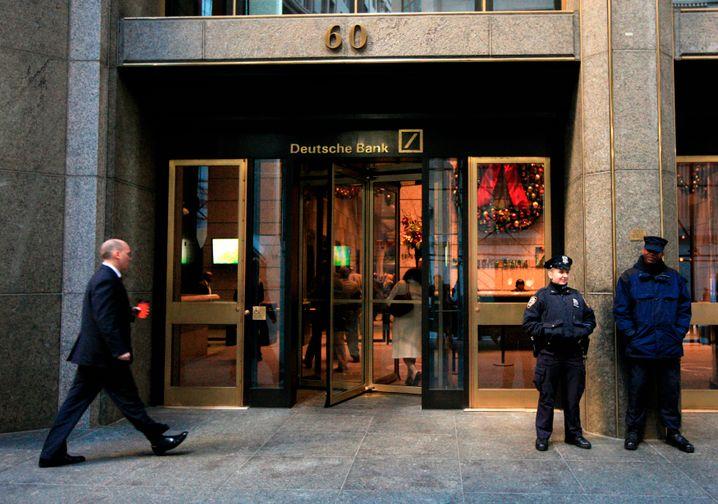 Deutsche Bank in New York: Die Fed fordert die Banken in den USA auf, mindestens bis zum vierten Quartal auf Dividendenzahlung und Aktienrückkäufe verzichten.