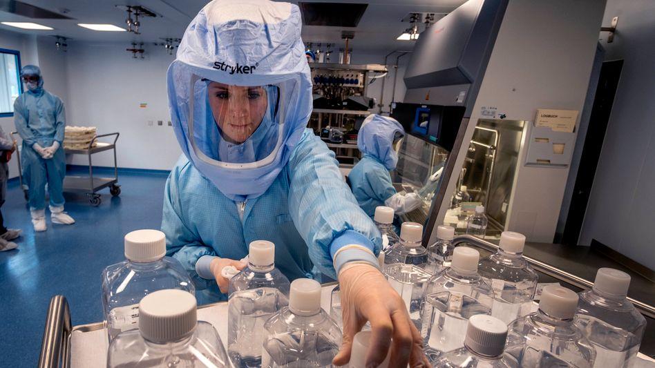 Rasantes Wachstum: Biontech-Mitarbeiterin im Labor des neuen großen Werks in Marburg