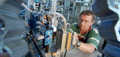 Maschinenbau: Besonders mittlere und kleinere Betriebe leiden unter den hohen Lohnzusatzkosten in Deutschland