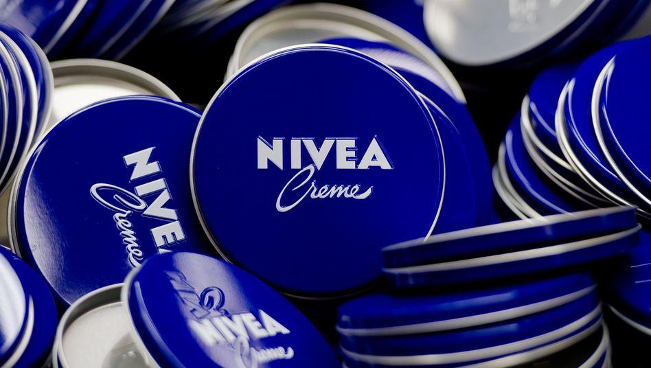Nivea-Dosen des Konsumgüterkonzerns Beiersdorf: Anleger blicken vorsichtig auf 2019