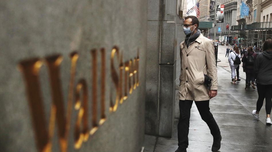 Banker an der Wall Street: Die Geldhäuser wetteifern mit üppigen Gehältern um gute Leute
