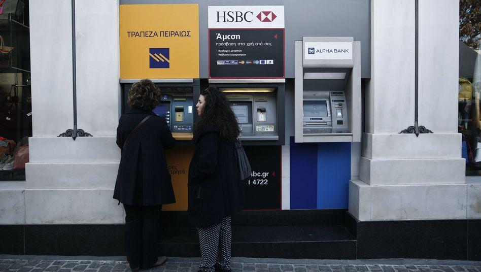 Run auf die Banken: Viele Griechen räumen aus Angst vor einer nahenden Staatspleite ihre Konten