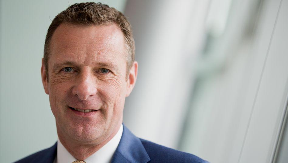 Niek Jan van Damme, lange Jahre Deutschland-Vorstand der Deutschen Telekom, spricht im mm-Interview über seine Erfahrung als Homosexueller in der Spitzenwirtschaft