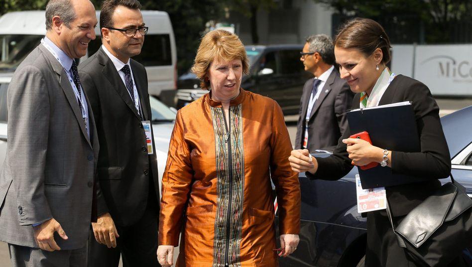 EU-Außenbeauftragte Catherine Ashton (Mitte): Suche nach Antworten