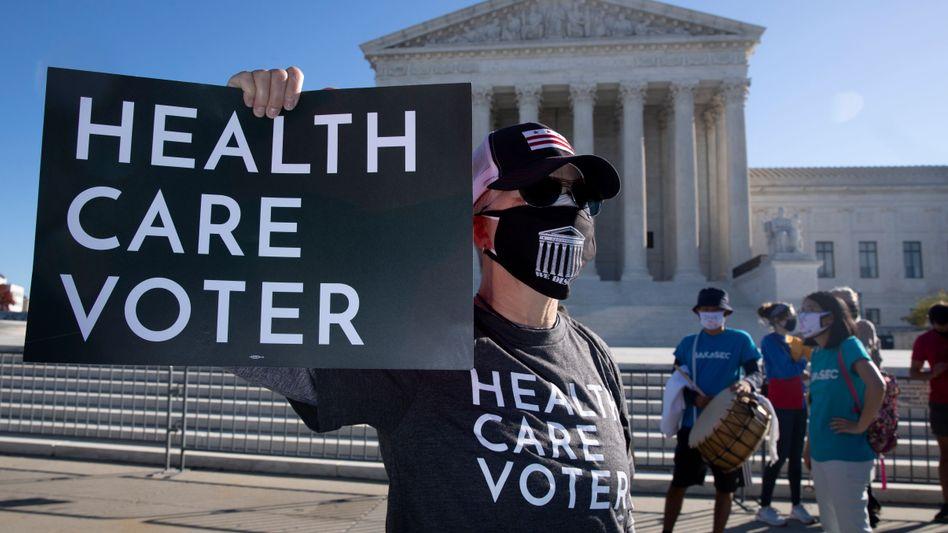"""""""Wähler für medizinische Versorgung"""": US-Amerikaner demonstrieren am Dienstag vor dem Supreme Court in Washington, D.C. für den """"Affordable Care Act"""""""