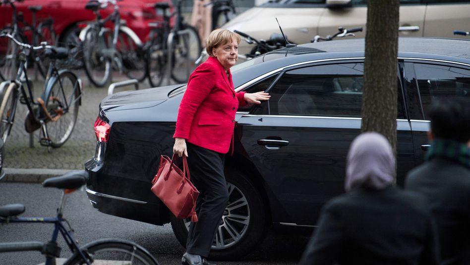 Geschäftsführende Bundeskanzlerin Angela Merkel: Bei absoluter Mehrheit in einem dritten Wahlgang muss der Bundespräsident Merkel zur Kanzlerin ernennen - er kann dann den Bundestag nicht einfach auflösen