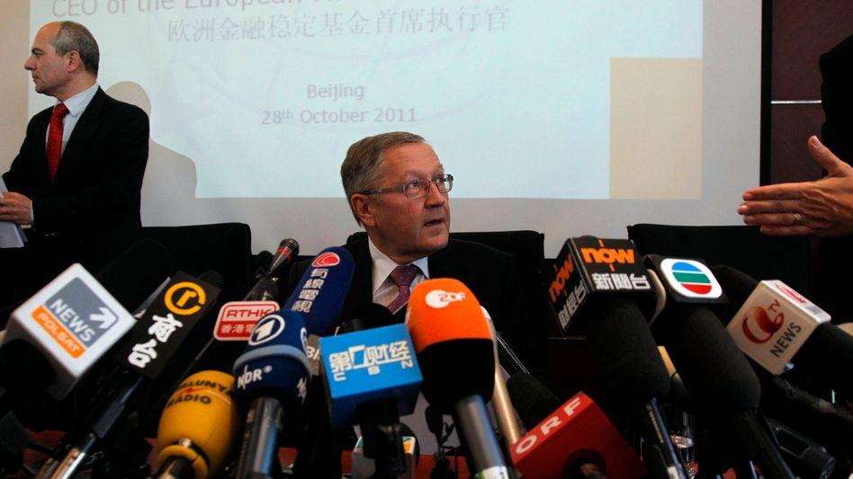 EFSF-Chef Klaus Regling auf Werbetour in China: Bei steigender Inflation müssen die Europäer bald deutlich mehr Zinsen bieten, wenn sie Geld aus Fernost bekommen wollen