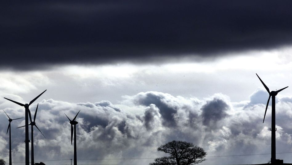 Teure Windräder: Der Ökostrom wird den Produzenten zu garantierten Preisen abgenommen, die über den Markttarifen liegen.