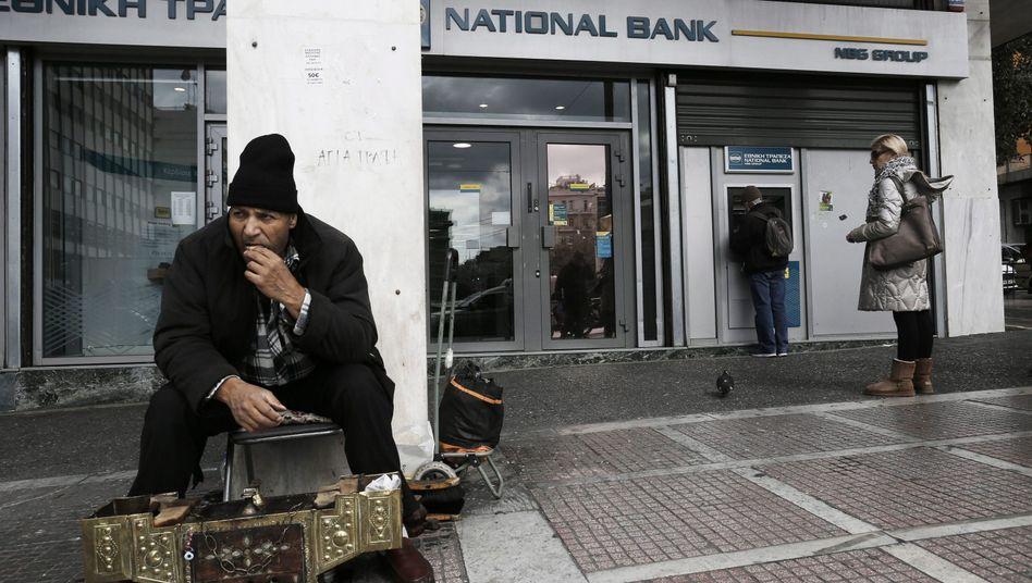 Schuhputzer in Athen: Dass in Griechenland eine Regierung im Amt ist, deren nationaler Egoismus so weit geht, mit großer Selbstverständlichkeit immer mehr Geld von den Partnern zu fordern und dafür möglichst keinerlei Zusagen zu machen, wäre noch vor kurzem schwer vorstellbar gewesen