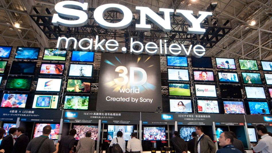 TV-Wände: Das Geschäft mit Fernsehern spielte zuletzt vor zehn Jahren einen Gewinn ein, Sony lagert es jetzt aus die verkauft zugleich die PC-Sparte
