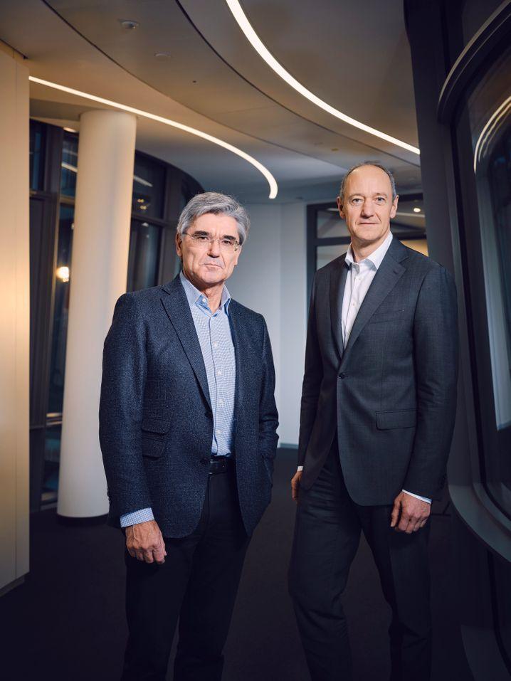 Hatten die Tragweite des australischen Auftrags offenbar unterschätzt: Siemens-CEO Joe Kaeser (l.) und sein Stellvertreter Roland Busch, der ausgerechnet das Nachhaltigkeitsgremium leitet.