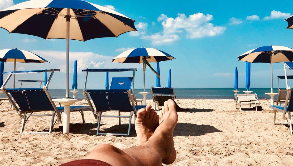 Urlaub ist wichtig. Doch wie lange darf man der Arbeit fernbleiben?