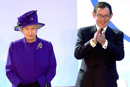 In trauter Eintracht: Queen Elizabeth II., Noel Forgeard