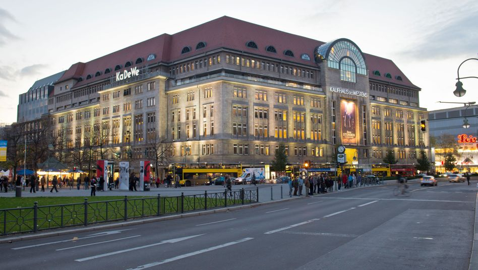 KaDeWe in Berlin: René Benko gibt jeweils die Hälfte seiner Beteiligung an der Premium- und Sportsparte an den Milliardär Beny Steinmetz weiter