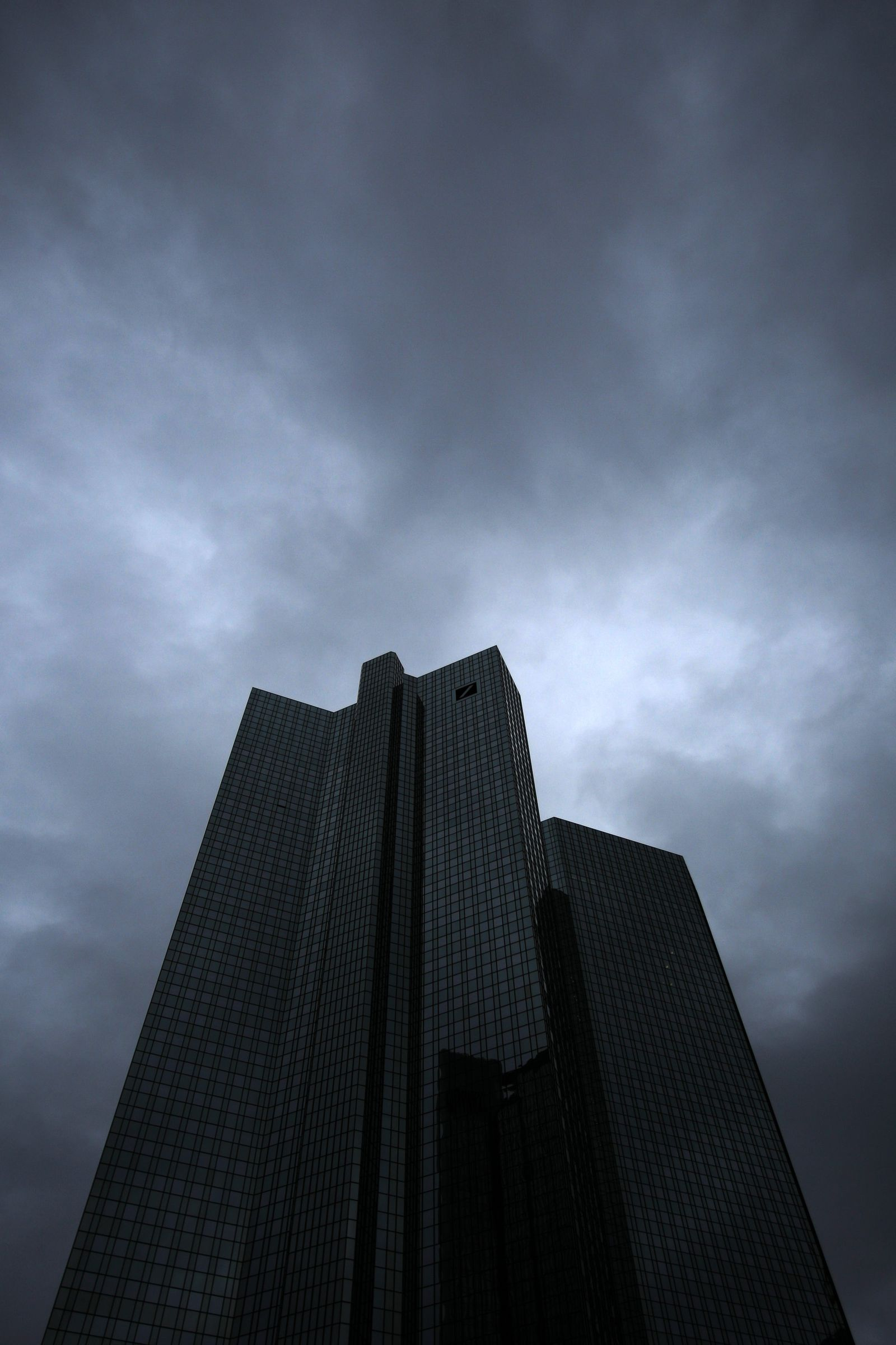 Deutsche-Bank dunkle Wolken