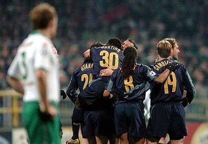 Inter Mailand, Platz 8 (6) mit 166,5 Millionen Euro Einnahmen: Die Spieler von Inter Mailand jubeln nach dem 1:1 Ausgleichstreffer im Champions League-Gruppenspiel gegen Werder Bremen im vergangenen November