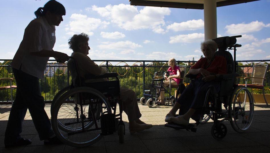 Seniorenheim in Frankfurt: Jeder zweite glaubt, im Pflegefall finanziell nicht ausreichend abgesichert zu sein