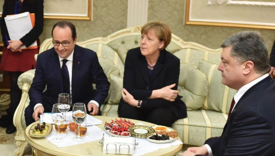 Traumberuf Dolmetscher - wenn man am richtigen Ort ist: Wladimir Putin, Francois Hollande, Angela Merkel und Petro Poroschenko am Mittwoch in Minsk. Die vier suchen einen Ausweg aus dem Krieg in der Ukraine.