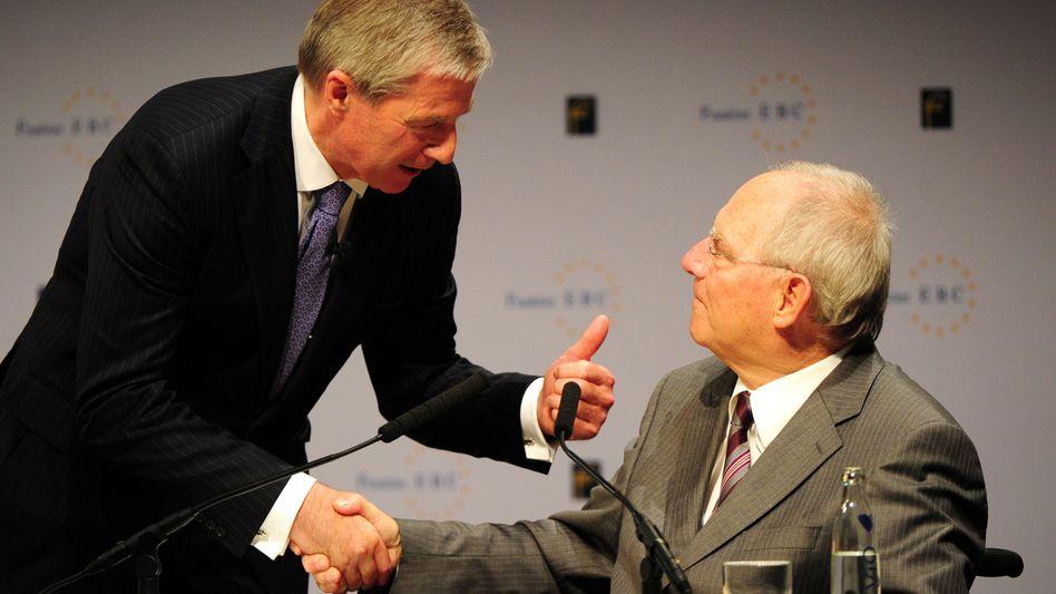 Deutsche-Bank-Chef Jürgen Fitschen (li), Bundesfinanzminister Wolfgang Schäuble (re): Unionspolitiker kritisieren Fitschens Kritik an Schäubles Aussagen zur Bankenregulierung
