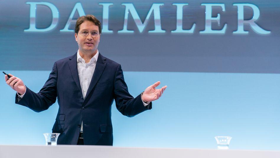 Dividende gekürzt - aber immerhin nicht wegen Corona: Auch Daimler-Chef Ola Källenius sucht noch nach einem neuen Termin für die Hauptversammlung.