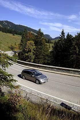 Mercedes R-Klasse: Konzipiert für den US-Markt, in Europa auch leicht verkürzt erhältlich