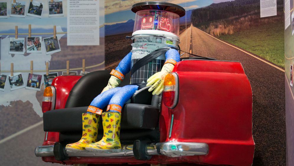 Trampender Roboter: Hitchbot im Museum